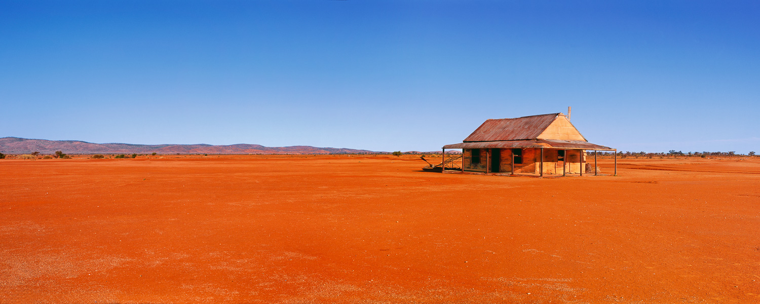 An abandoned cottage in the desert, Silverton, NSW, Australia.